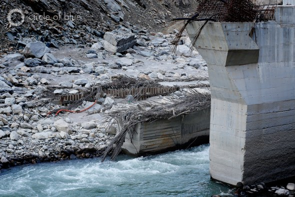 Steel reinforcing bars in two of the support towers of the 99-megawatt Singoli-Bhatwari Hydroelectric Project were battered into submission by floodwaters and boulders. Photo: Dhruv Malhotra