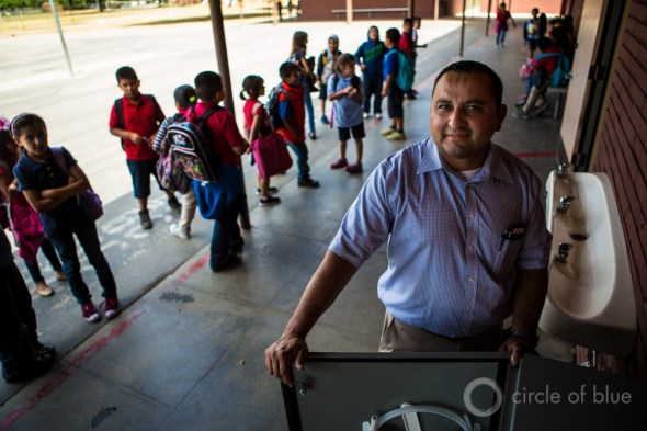 Nef Perez Sierra Vista Elementary School Arvin California drought Central Valley Tulare County school filtered water fountain drinking water crisis J. Carl Ganter Circle of Blue