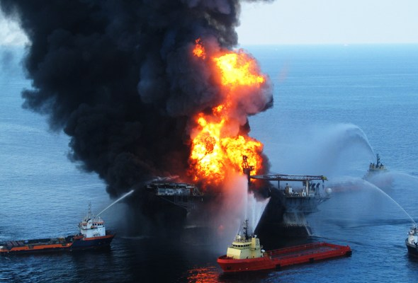 BP Transocean Deepwater Horizon oil spill 2010 burning oil rig Gulf of Mexico