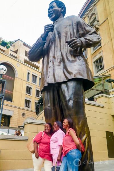 2016-01-South-Africa-1-KSchneider_Mandela-statue