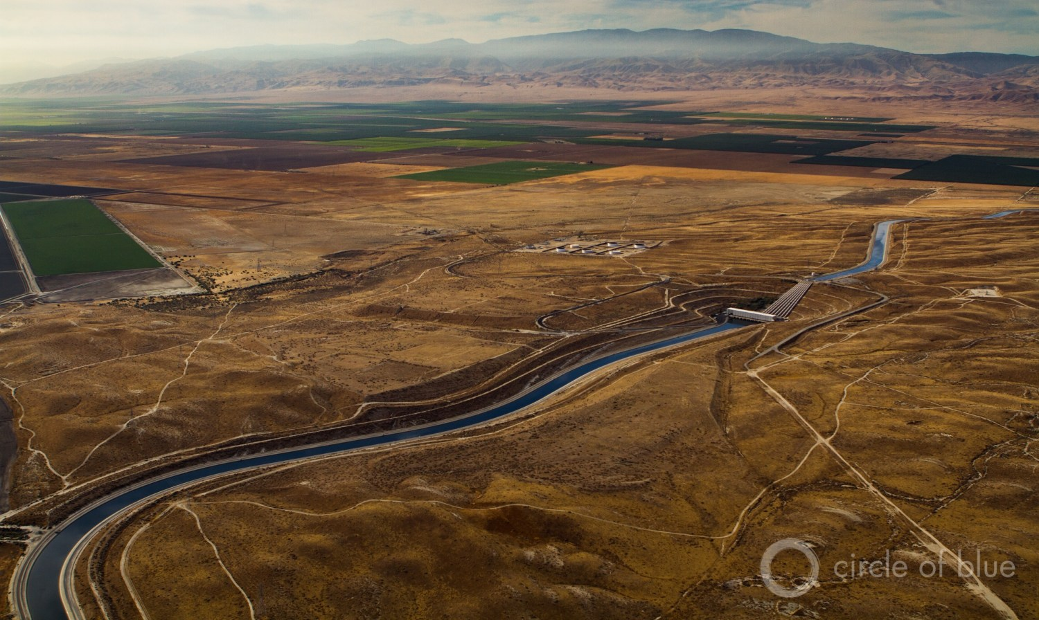 California's Central Valley is the heart of the state's farming and oil industries. Stanford researchers found significantly more fresh groundwater beneath the valley the deeper they looked. Photo © J. Carl Ganter / Circle of Blue