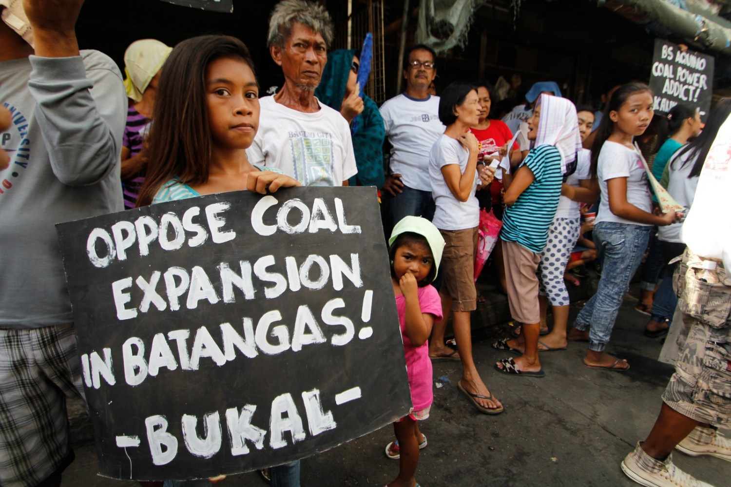 An investigation by Inclusive Development International makes a powerful case that in spite of the public commitment the World Bank made three years ago to stop financing coal projects, it continues to do so surreptitiously and indirectly. Escalating development of coal-fired power plants has stirred public opposition in the Philippines.
