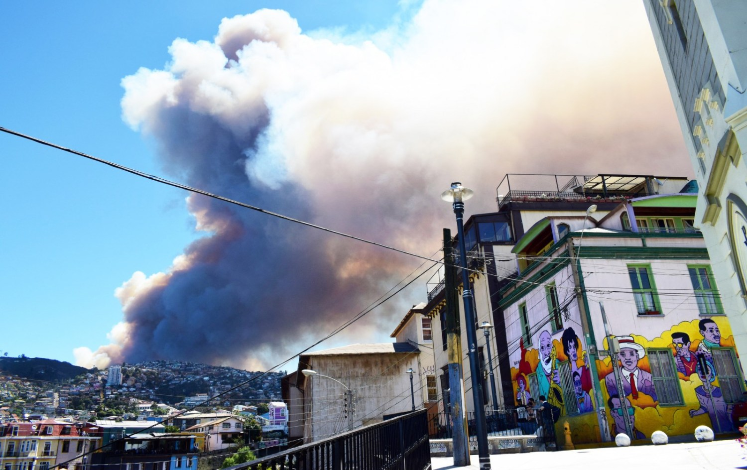 Smoke from a wildfire looms over Valparaíso, Chile in January. A drought helped stoke fires across central Chile, while fire damage contributed to landslides that contaminated water supplies in Santiago. Photo courtesy Zhu via Flickr Creative Commons.