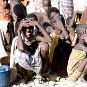 https://upload.wikimedia.org/wikipedia/commons/a/a7/Somali_children_waiting.JPEG