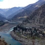 https://upload.wikimedia.org/wikipedia/commons/3/34/River_Chenab_Ramban.jpg
