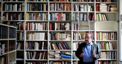Il mondo interiore di Eco nella sua biblioteca