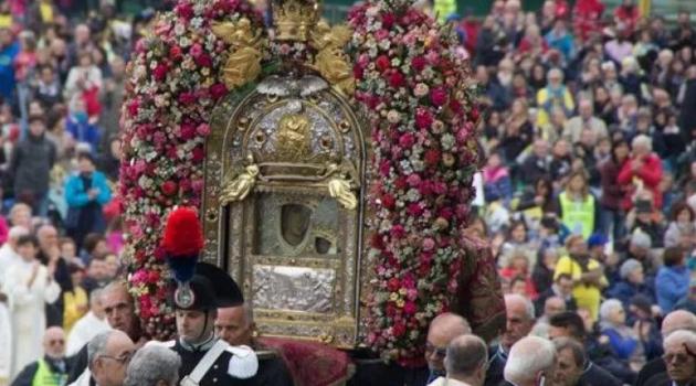 Di sicuro c'è solo la pioggia: Bologna e la Beata Vergine di San Luca, tra devozione, miti e fede