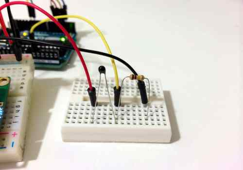 small resolution of a basic thermistor circuit