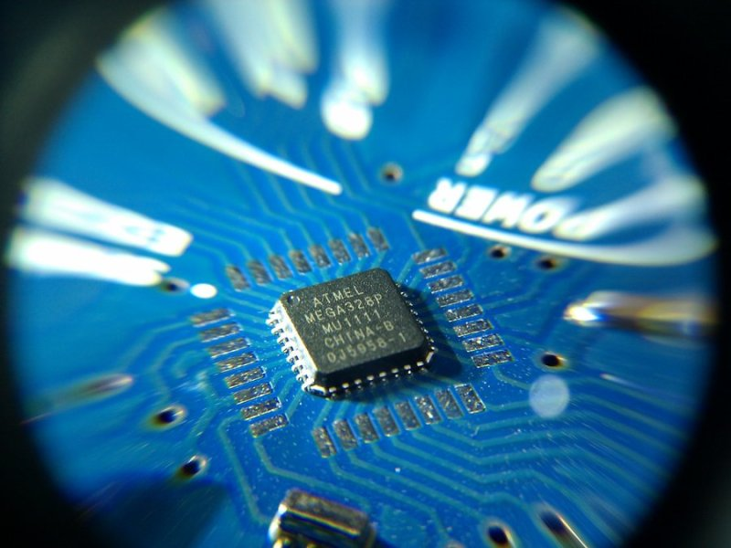 Arduino UNO SMD Atmel Mega328P Microporcessor Chip - Source: stevielaner