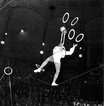 Jacky Lupescu, jongleur sur fil