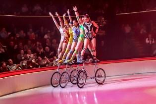 Bicycle act - Troupe de Dalian - Circus Dictionary