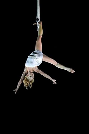La trapéziste Uve jansson - photo François Dehurtevent - Trapèze