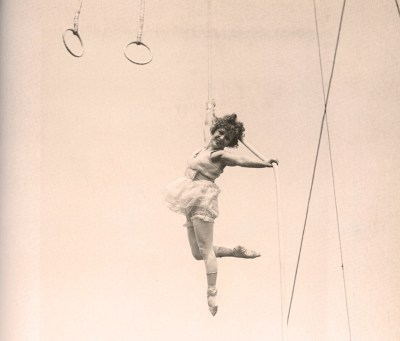 Lillian Leitzel en l'air