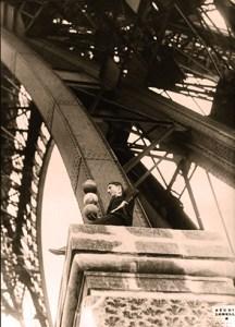 Enrico Rastelli à la Tour Eiffel