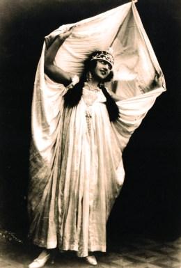 Rosa dans la danse serpentine - Rosa Bouglione