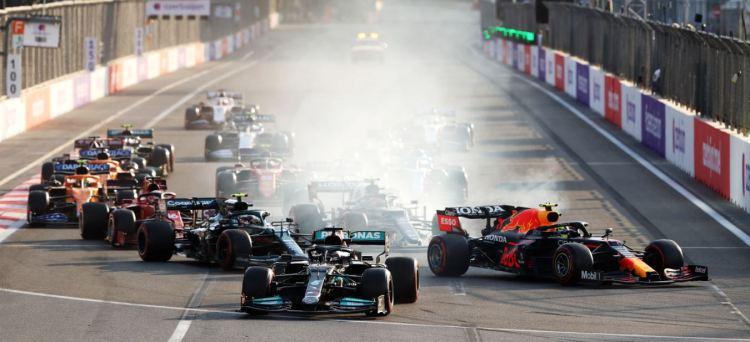 F1, Gp Azerbaijan (gara): A Baku vince Perez! Verstappen out e Mercedes  fuori dai punti!