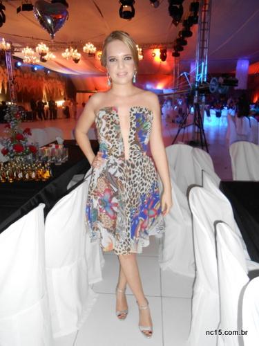Vestido: Calf Sandália: Carmen Sttefens Brinco: Espaço A