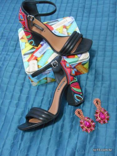 minhas sandálias e brincos