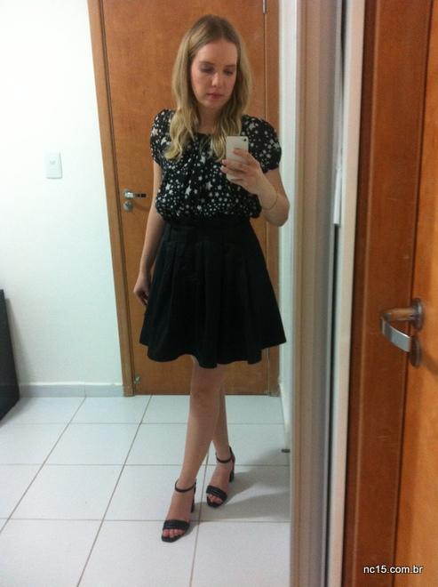 meu look com vestido de estampa de estrelas da Toli, servindo de blusa, mais saia preta de tafetá da Eclectic Night
