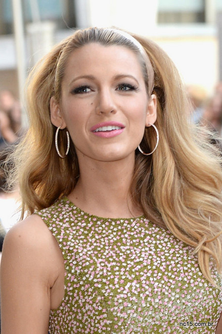 Blake Lively usando vestido Michael Kors no 2014 CFDA Fashion Awards