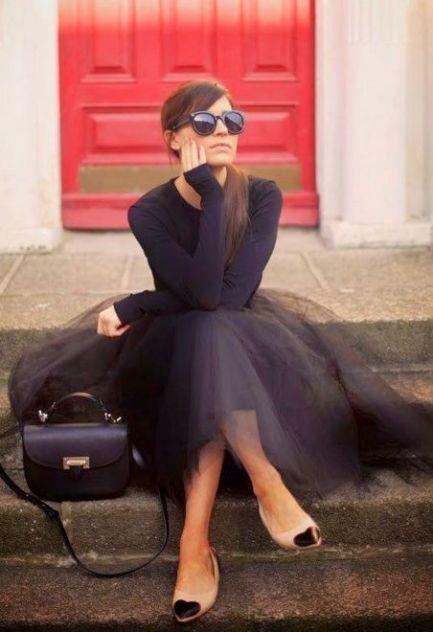 Look total black com toque de nude na sapatilha fofa de coração