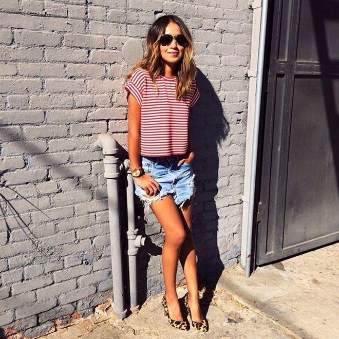 Shorts jeans com blusa de estampa listrada