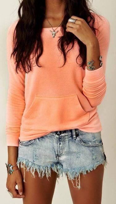 Shorts jeans com blusa salmão