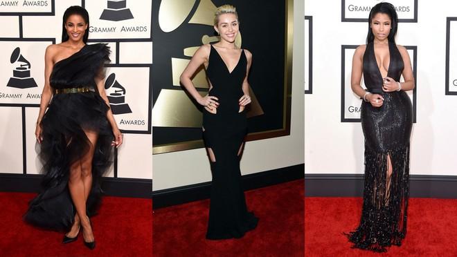 Ciara usando vestido preto de um ombro só com babados. Miley Cyrus usando um longo preto com recortes nas laterais.  Nicki Minaj com longo preto com decote profundo e franjas na barra