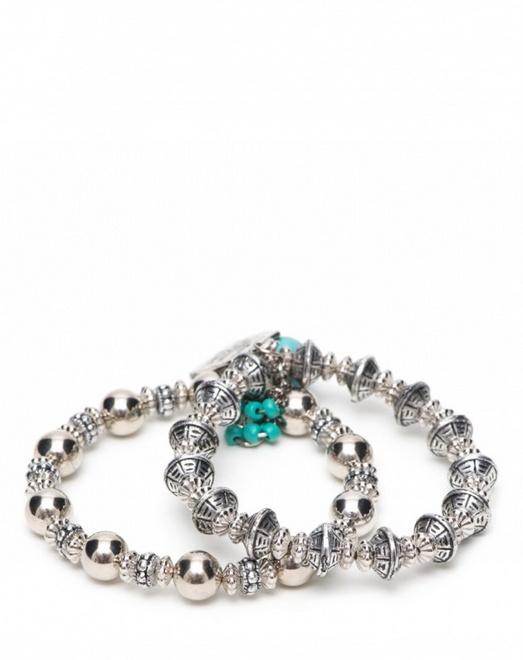 pulseira prateada com pingente azul