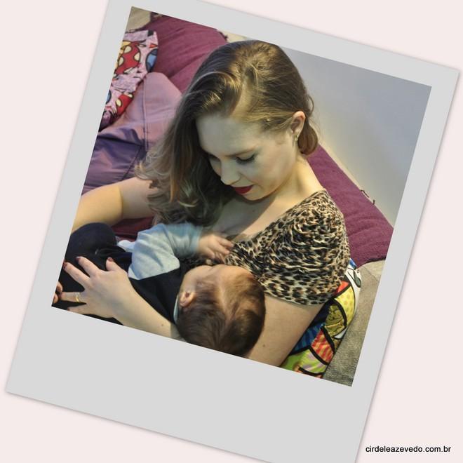 Eu amamentando meu bebê