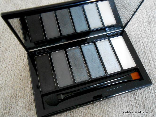 Paleta de Sombras Preto Clássico Natura Una com as cores preto e grafite fosco; grafite com brilho; prata azulado; prata e pérola