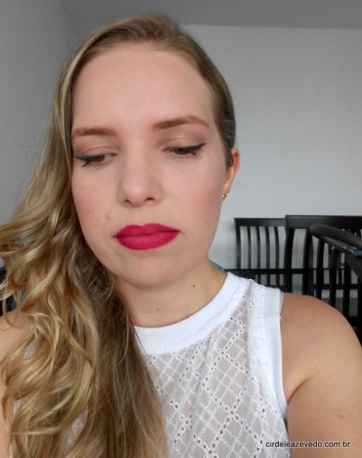 eu usando a tendência ombré lips nos lábios: rosa mais escuro contornando e rosa mais claro no centro dos lábios