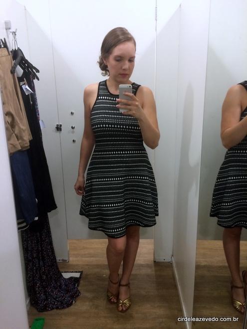 vestido em linha com estampa preto e branco