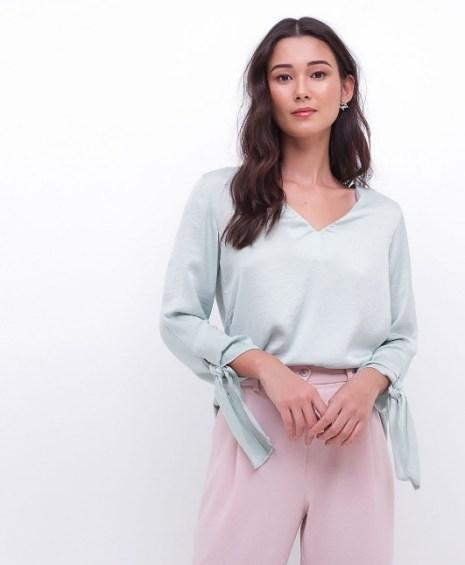 Blusa verde com amarração no punho