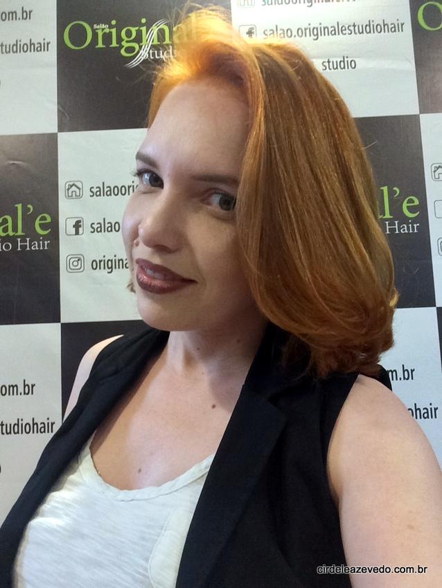 Resultado final, com cabelo curto e ruivo
