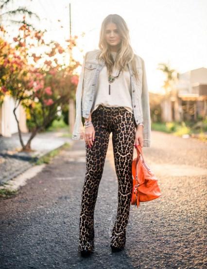 Thássia Naves complementou o look com uma jaqueta jeans