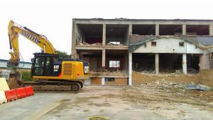 2015-10 Knocking down Chesterton Suite