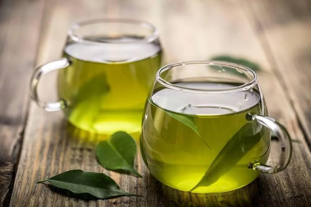 tè verde tazze e foglie