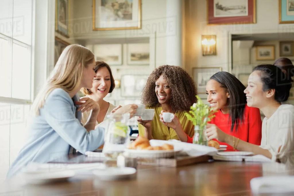 donna interessante 8 abitudini