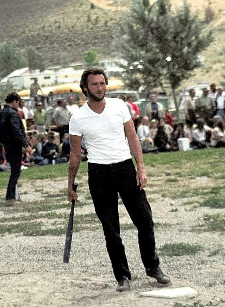Clint gioca a baseball