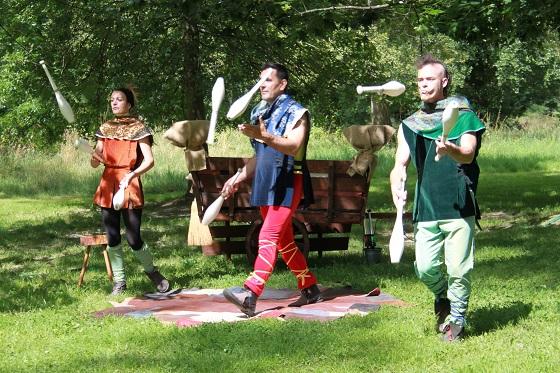 Trois jongleurs médiévaux cirkonflex