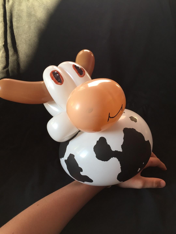 Vache en bracelet en sculpture de ballon cirkonflex