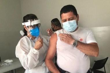 Socorristas do SAMU são vacinados contra a Covid-19