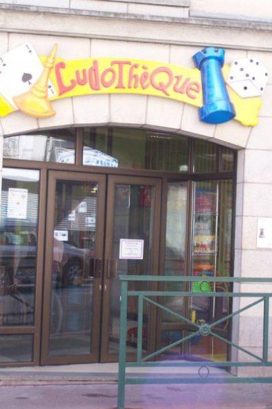 Porte entrée ludotheque
