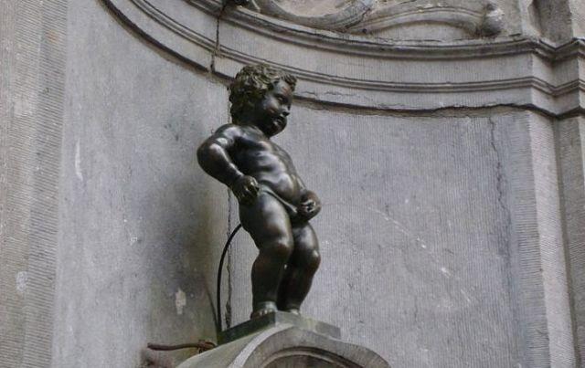 Статуята на пикаещото момченце