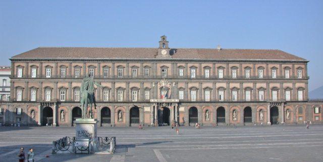 Кралският дворец в Неапол