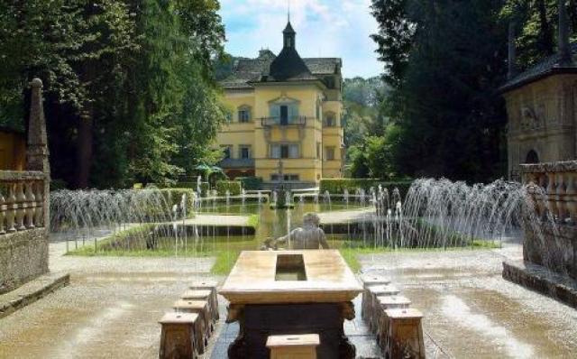 Дворецът Хелбрун