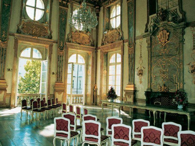 Дворецът Мирабел