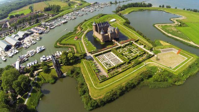Замъкът Муидерслот