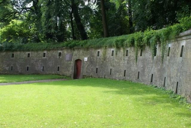 Подземните затвори